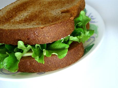 Wady i zalety popularnych diet odchudzających - zdjęcie kanapki